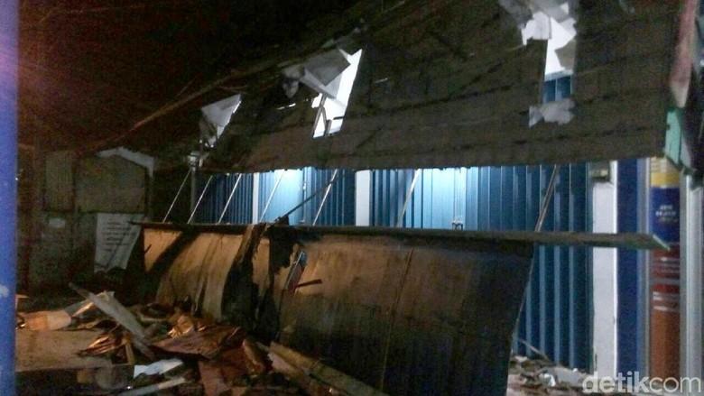 Rumah dan Atap Bank Jateng di Banjarnegara Rusak Akibat Gempa