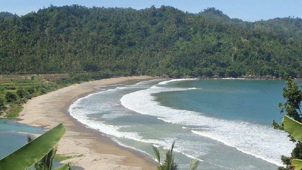 Ini Surganya Para Surfer di Malang Selatan