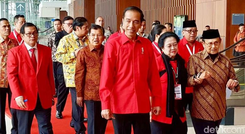 Jokowi Masih Belum Bersikap soal Airlangga dan Khofifah