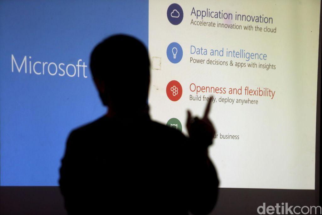 ViBiCloud, perusahaan penyedia jasa layanan Teknologi Informasi berbasis komputasi memperkenalkan layanan atas solusi Azure Stack yang pertama untuk dijalankan di atas platform Microsoft Hybrid Cloud, di Jakarta, Kamis (14/12/2017).