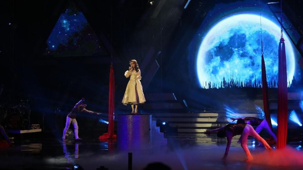 Terbang Bersama Rossa Hingga ke Bulan