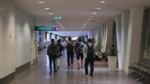Tips Irit Saat Transit Lama di Bandara Luar Negeri