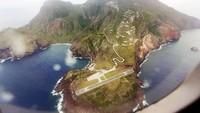Juancho E. Yrausquin Airport, Saba, Karibia. Juancho juga letaknya dekat dengan lautan. (Dok CNN).