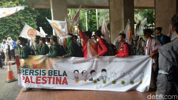 Massa Persis bersiap berangkat  ke Monas untuk Aksi Bela Palestina