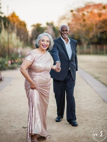 Ada Kisah Haru di Balik Foto Romantis Pasangan yang Telah Menikah 47 Tahun