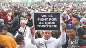 Cekrek! Gaya Peserta Aksi Bela Palestina di Monas