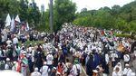 Foto: Doa di Tengah Gerimis Massa Aksi Bela Palestina
