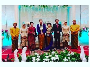 Begini Suasana Saat Jokowi-Iriana Hadiri Pernikahan Pengawalnya