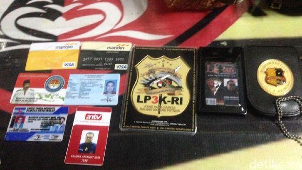 Identitas palsu kepolisian milik pelaku penipuan