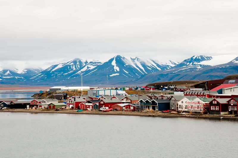 Longyearbyen adalah ibukota bagi Kepulauan Svalbard yang masuk wilayah negara Norwegia. Kepulauan Svalbard sendiri merupakan salah satu kepulauan di sebelah utara dari daratan utama Eropa dan berada di Samudera Arktik (Thinsktock)