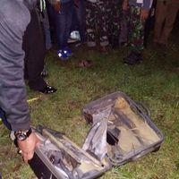 Bagian dalam koper setelah diledakkan.