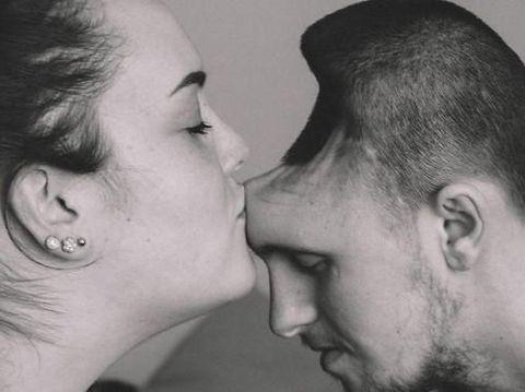 8 Kisah Cinta Paling Mengharukan Sepanjang 2017