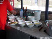 Lesehan Mbayumili : Bakso Tumpeng dan Bakso Burger yang Mantap Mengenyangkan