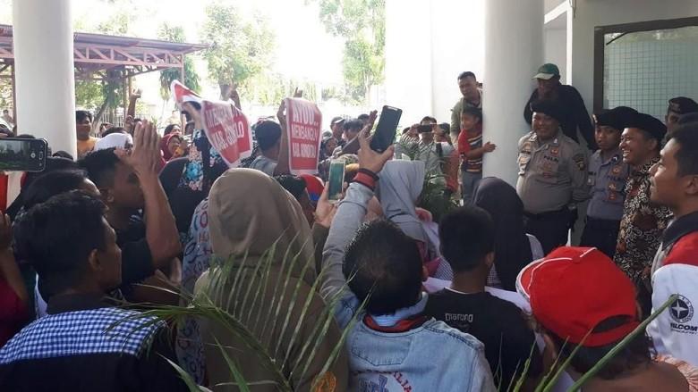 Wabup Gorontalo Dimakzulkan MA, Massa Demo Tetap Dukung Fadli