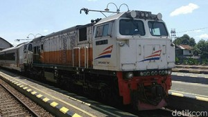 Wanita yang Ngaku Teman Teroris Diturunkan dari Kereta