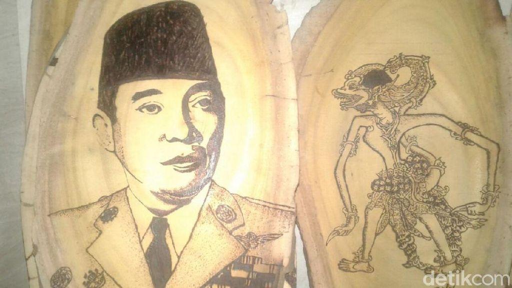 Lukisan Kayu Nangka Karya Anak Ponorogo Ini Laris Manis