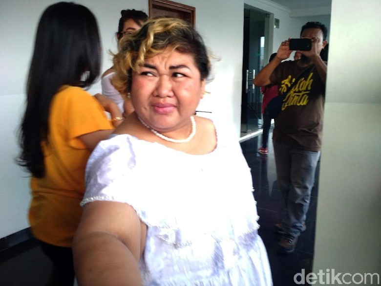 Di Pengadilan, Pretty Asmara Dibawakan Banyak Pembalut dari Kerabat