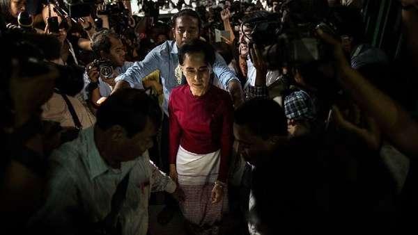 Mungkinkah Aung San Suu Kyi Diadili untuk Genosida Rohingya?