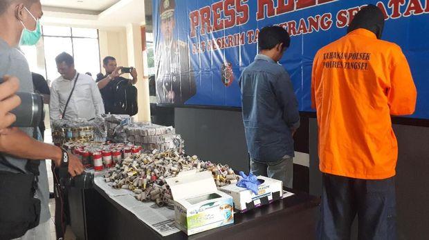 Polisi juga menangkap 2 orang produsen petasan di Kelurahan Bojong Nangka Kabupaten Tangerang.