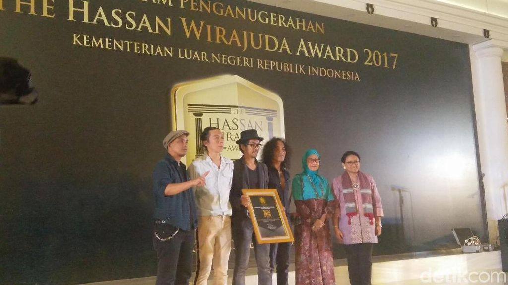 Hassan Wirajuda Award, Slank Dinobatkan Jadi Duta Perlindungan WNI