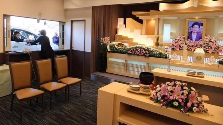 Rumah duka berkonsep drive through di Jepang (@T_chimpo/Twitter)
