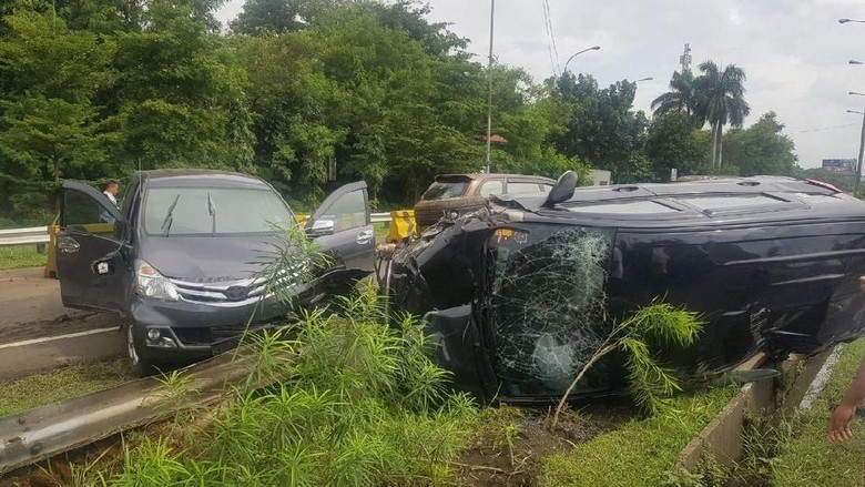 Tabrakan 2 Mobil di Tol Jagorawi Arah Cibubur, Lalin Tersendat