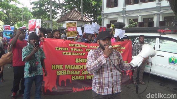 Demo Mahasiswa Papua Nyaris Bentrok dengan Kelompok Berseragam PP