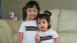 Khadeejah dan Maryam, si Duo Imutnya Oki Setiana Dewi