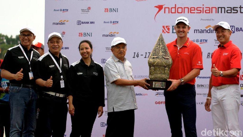 Justin Rose Raih Trofi Indonesian Masters 2017
