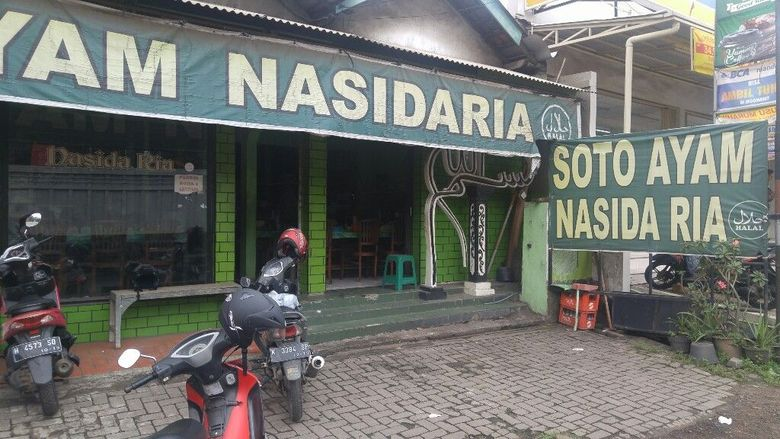 Warung soto tersebut berlokasi di seberang Rumah Sakit Tugurejo, Semarang, Jawa Tengah. Foto: Angling Adhitya Purbaya