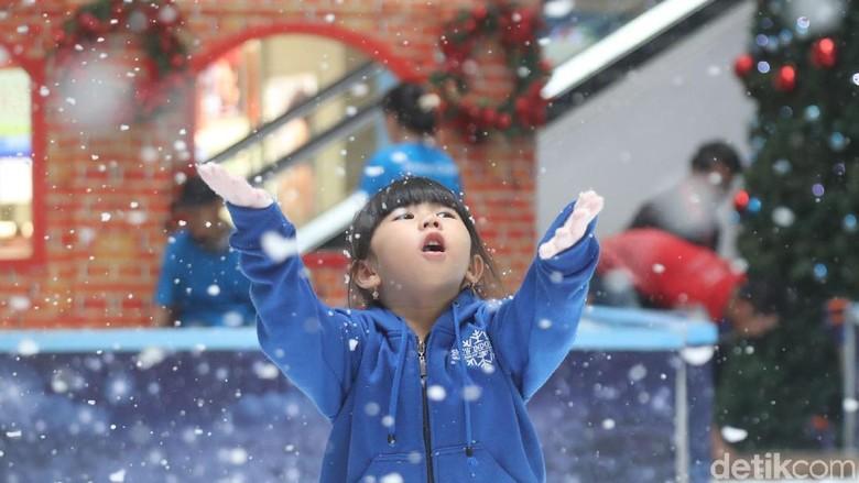 Wow Keren! Ada Salju di Jakarta