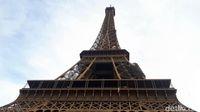 Menara Eiffel dari dekat