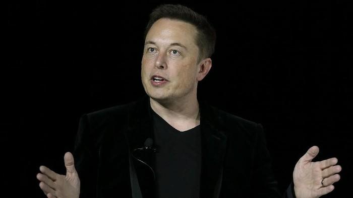 Dua miliuner dunia, Richard Branson dan Elon Musk bertarung sengit dalam pengembangan transportasi super cepat. Mereka juga punya bisnis pesawat komersil yang bisa terbang ke luar angkasa.