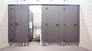 Tips Aman Pakai Toilet Umum untuk Ibu Hamil