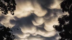 Foto: Awan Mammatus yang Jadi Sorotan di Langit Melbourne