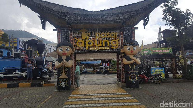 Foto: Museum Angkut di Batu jadi destinasi liburan favorit traveler di Jawa Timur. Traveler bisa melihat aneka koleksi moda transportasi dari masa ke masa. (Aminudin/detikTravel)