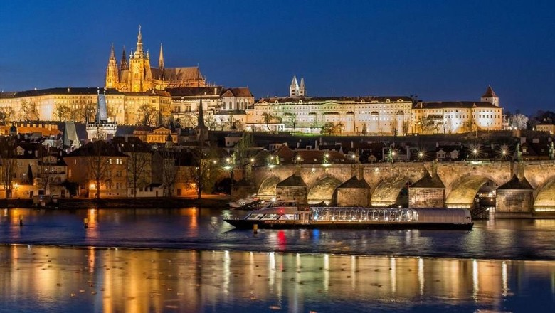 Kota Praha di saat malam