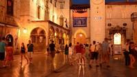 Banyak turis yang ke sini karena ada banyak kelab malam dan juga galeri seni. (Thinkstock)