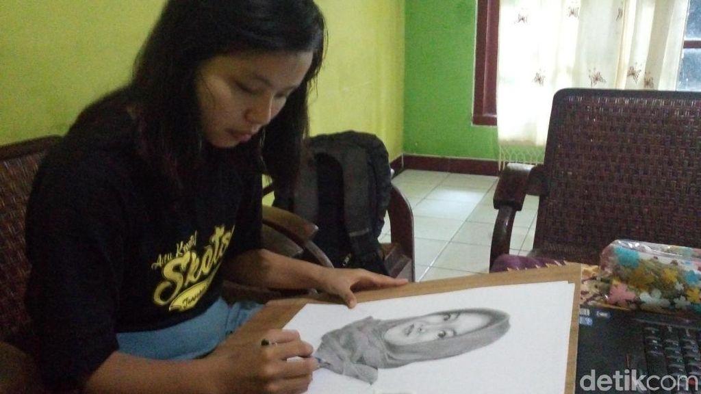Remaja Tuna Wicara Ini Jago Mencipta Lukisan Realis dari Pensil