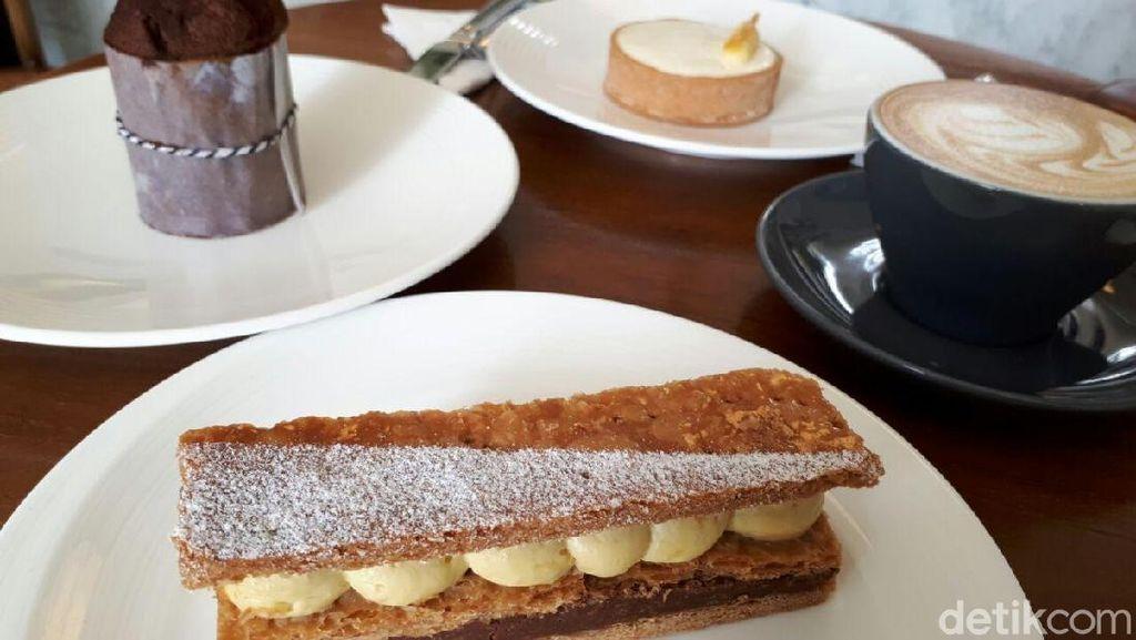 Chicory: Bersantai Menikmati Cappuccino dan Mille-feuille Cokelat Hazelnut