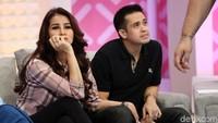 Olla dan Aufar saat tampil di acara Brownis di Trans TV, Jakarta Selatan pada Rabu (20/12).