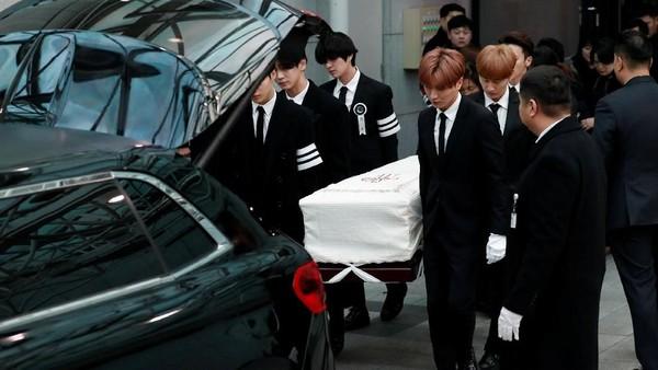 Pemakaman Jonghyun SHINee Berjalan Lancar, Manajemen Ucapkan Terima Kasih