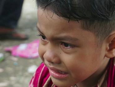Biarpun meringis kesakitan, anak ini tetap tegar. Salut! (Foto: Instagram/ @ramondepu)