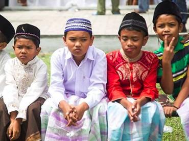 Beragam ekspresi anak-anak saat menunggu giliran disunat. (Foto: Instagram/ @endro_lewa)