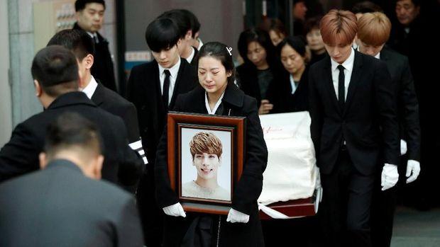 Ditemukan Tak Sadarkan Diri, Jonghyun 'SHINee' Dikabarkan Meninggal