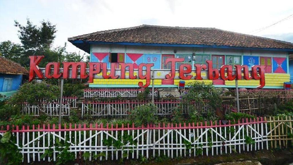 Kampung Terbang yang Keren di Subang