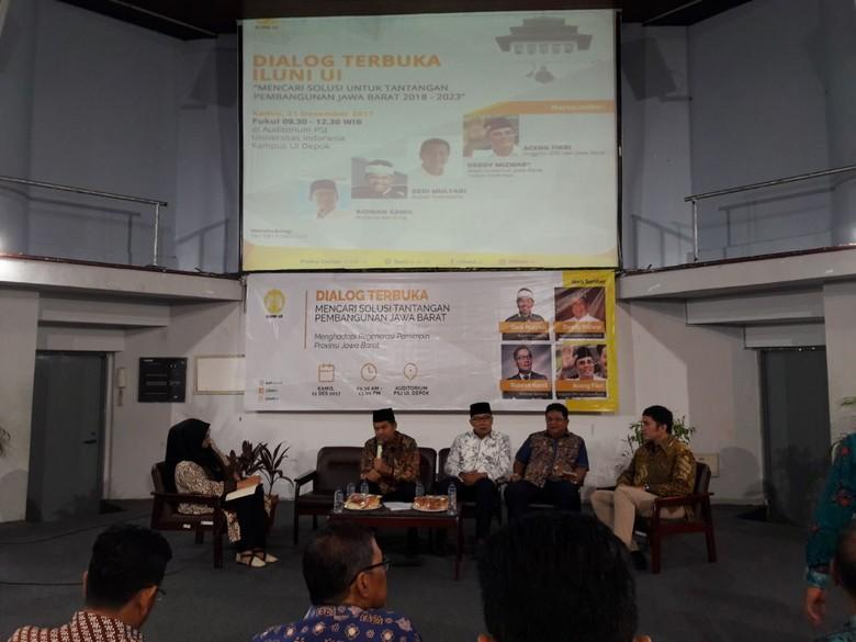 Momen Dedi Mulyadi Sapa Ridwan Kamil di Acara Diskusi UI