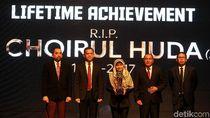PSSI Anugerahkan Lifetime Achievement kepada Alm Choirul Huda