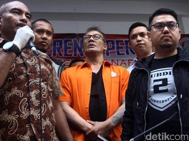 Ditangkap karena Narkoba, Tio Pakusadewo Terus Didampingi Keluarga