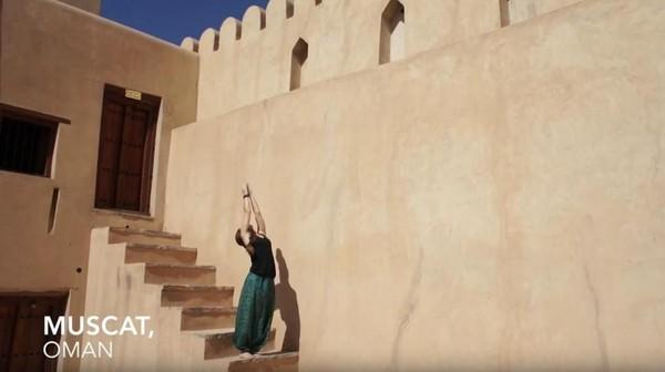 Maloon yoga di Muscat, Oman (Frog Song Medicine/Youtube)
